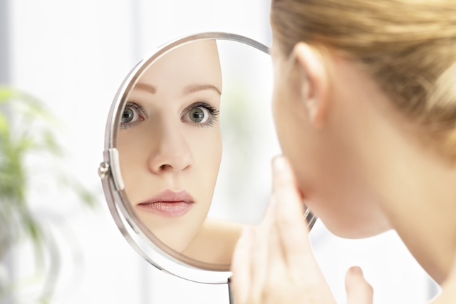woman_mirror