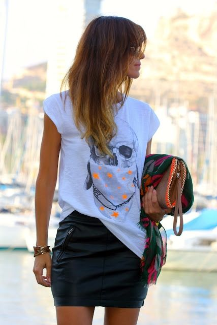 4 (1) Tee with a short skirt
