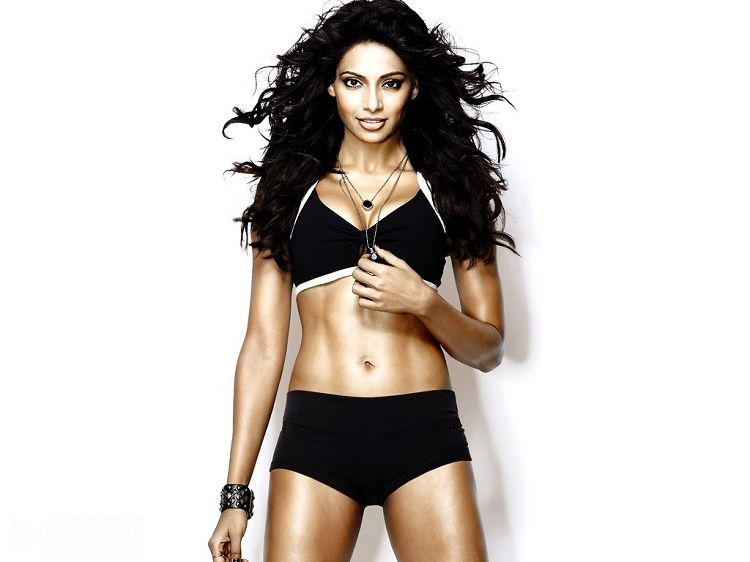 Bipasha-Basu-Six-Pack-Abs